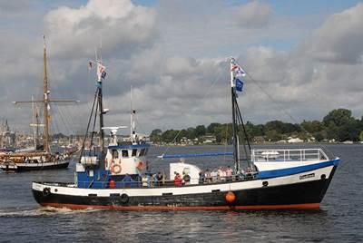 Inshore Fishing Boats: Photo credit Likedeel CCL