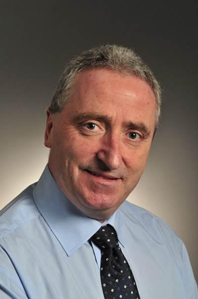 retiring President Alastair Evitt.