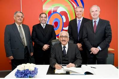 J/V Signing Ceremony: Photo credit AkzoNobel