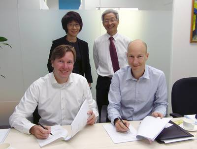 Willem Buijs, CEO Hatenboer Water BV and Guy Heijnen, Managing Director of Hatenboer-Water Asia Pte. Ltd., placing their signatures, watched by Mrs. Yeoh en Mr. Lim of Corporate Alliance