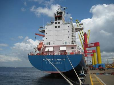 """The """"Aliança Manaus"""" at the new Chibatao Terminal in Manaus. Within the Hamburg Süd Group, Aliança is managed as an independent brand. As a Brazilian shipping company, it connects South America East Coast with Europe, North America and Asia. In addition, Aliança operates in the cabotage and Mercosur trade. (Photo courtesy Hamburg Süd Group)"""