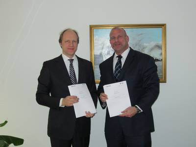 Contract signing was attended by (from left to right):  Dirk Sancken for Navico;  Ralph Becker-Heins for MSG.