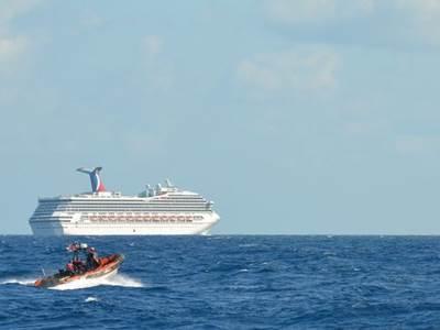 Carnival Triumph & Coast Guard Cutter: Photo credit USCG