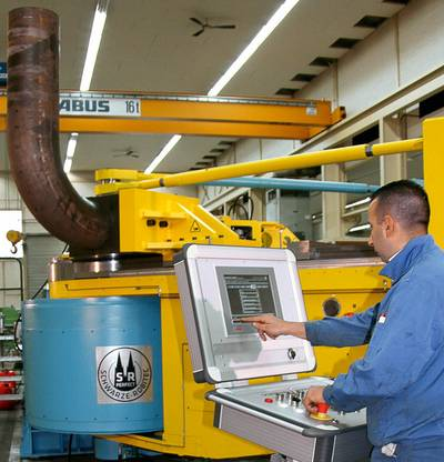 The CNC 320 HD tube bending machine allows extremely small bending radii (1.5 x tube diameter) – even for large tubes and pipes with very thin walls and diameters up to 323.9 millimeters.