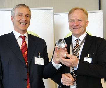 left to right: Pierre Girardin, Executive Vice President for CEVA Logistics in the Benelux; Christian Rönnholm, Director, Global Parts Management, Wärtsilä Services