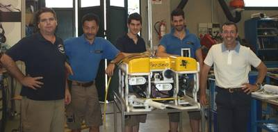 From the left: Victor Javier Sepúlveda (QStar Technical Director) – Ageotec Production Team – Vincenzo Mauro (Ageotec Managing Director)