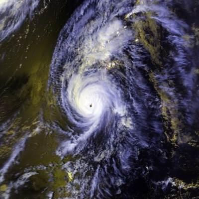 Typhoon Iniki (Photo: NOAA)