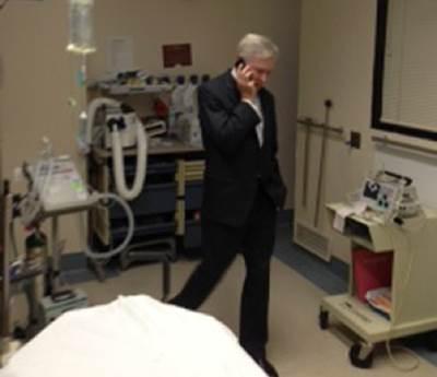 SECNAV at the hospital calls Obama: Photo courtesy of USN