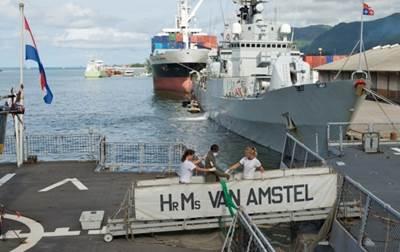 Arrested pirates handed over: Photo credit EUNAVFOr