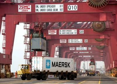 Reefer container handling: Photo courtesy of MCI