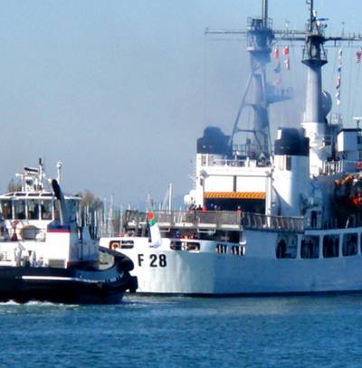 Former Cutter Jarvis departs: Photo courtesy of USCG
