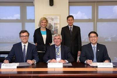 LNG bunker MOU signing: Photo credit MPA
