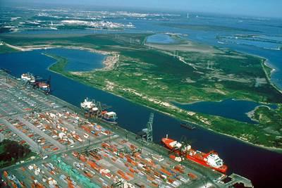 Houston Ship Channel Barbours Cut: Photo CCL