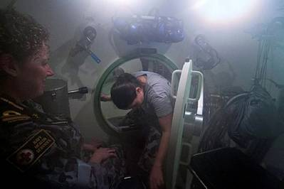 Submarine escape excercise: Image courtesy of RAN
