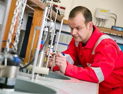 An Ashtead Technology calibration engineer at work.