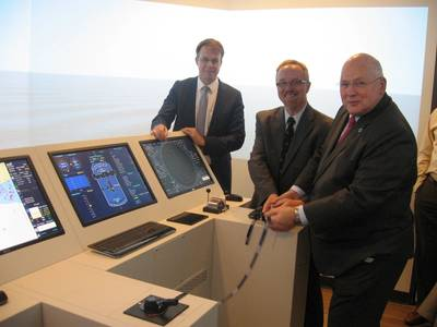 From left to right: Bas Buchner (President of MARIN), Robert Hanraads (The Nautical Institute) and Peter Noble (President of SNAME)