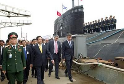 Vietnam PM on earlier visit to submarine Hanoi: Photo credit the shipbuilder
