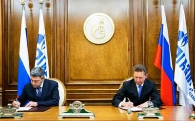 Andrey Akimov & Alexey Miller sign: Photo credit Gazprom