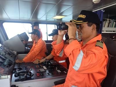 Bridge team: Photo courtesy of Philippine Coast Guard