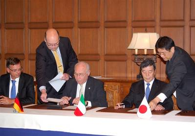 Pier Luigi Foschi, Chairman & CEO of Costa Crociere, (center) and Hisashi Hara, Director, Executive Vice President and General Manager of Shipbuilding & Ocean Development business of MHI (second from right) sign the contract in 2011.