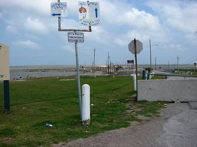 Entrance to Texas City Dike: Photo in public domain