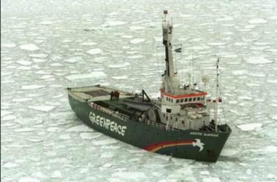Arctic Sunrise (Photo: Jeremy Sutton-Hibbert / Greenpeace)
