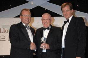 Maurice Storey, Honorary Chairman, Evergreen Marine (UK) accepts the Corporate Social Responsibility Award from Captain Henrik Kristensen, head of CSR at APM Terminals (left) and Alastair Campbell (right) .
