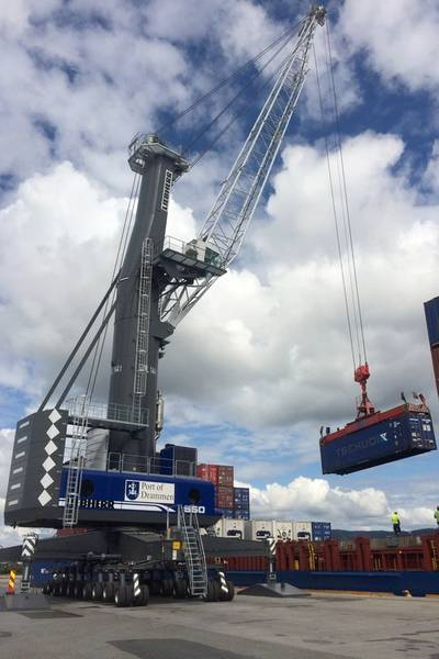 Liebherr LHM 550 allows for highly efficient container handling in Port of Drammen.
