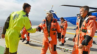 Norwegian prime minister Erna Solberg and Statoil CEO Helge Lund were greeted by Gudrun platform manager Ole Martin Bakken. (Photo: Harald Pettersen)