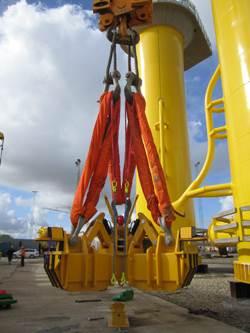 newly developed hydraulic lifting yoke from Danish based Fyns Kran Udstyr.