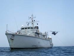 HMS Middleton & Sea Dragon: Photo credit MOD UK