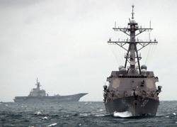 HTMS Chakri Naruebet in the distance: Photo credit USN