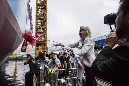 Ane Mærsk Mc-Kinney Uggla, lady sponsor, christens the ship (Photo: Maersk)
