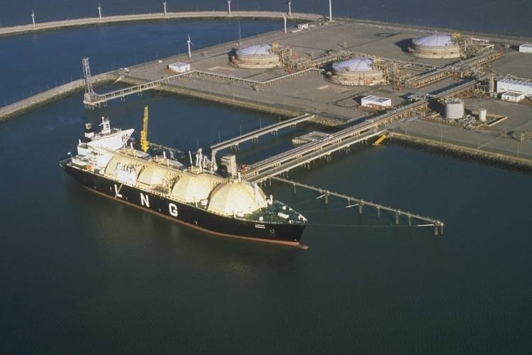 LNG Mubaraz - LNG vessel at discharge port