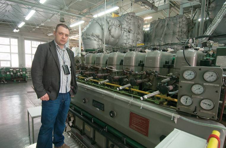 Przemysław Kowalak, from the Institute of Technical Operation of Marine Power Plants, Faculty of Marine Engineering with the engine being used for emission after treatment.