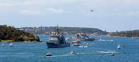 USS Chosin leads JDS Makinami through Sydney Harbour during the warship entry as part of the International Fleet Review 2013. (Photo: ABIS Cassie McBride)