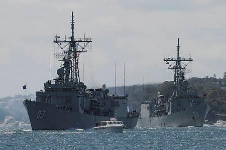HMAS Sydney leads HMAS Darwin through Sydney Harbour, as part of the re-enactment of the original fleet arrival 100 years ago for the International Fleet Review 2013. (Photo: WOIS Shane Cameron)