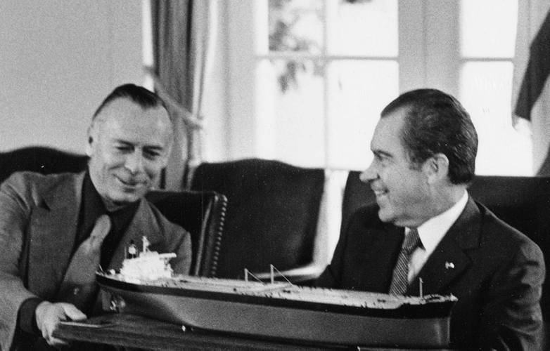 Calhoon (left) with Richard Nixon