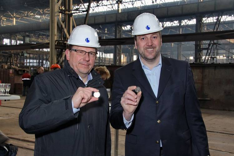 Max Kommorowski (Managing Director of Hybrid Port Energy, left) and Dirk Lehmann (Managing Director of Becker Marine Systems, right)