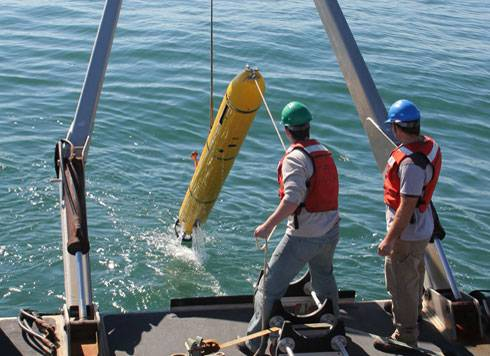 Recovery of Bluefin-12S from A-frame.