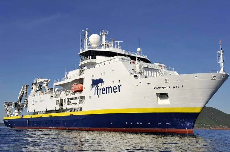 Copyright: Ifremer/Michel Gouillou. The Pourquoi Pas?, Ifremer's largest and most recent research vessel, carried out the ocean research campaign BICOSE: 30 scientists spent one month in the middle of the Atlantic ocean, half-way between the Canary Islands and Guadeloupe.