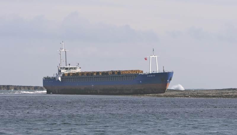 MV Danio grounded (Photo: U.K. Maritime and Coastguard Agency)