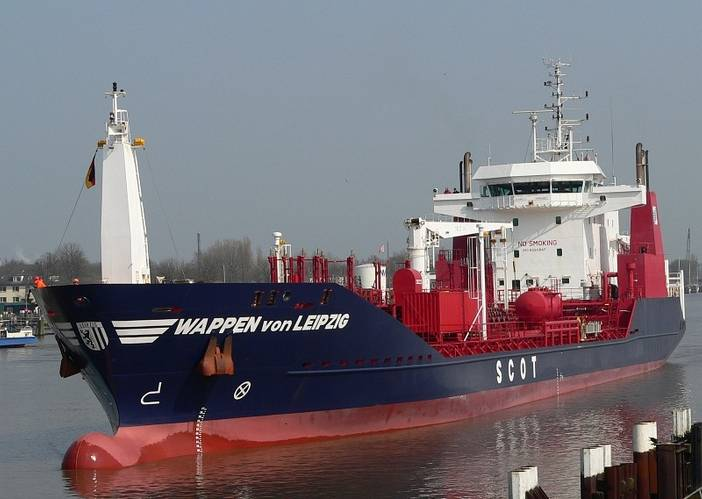 The SCOT 8000 tanker Wappen von Leipzig is one of the first vessels in the RHL Hamburger Lloyd tanker fleet to receive a KVH TracPhone V7-IP satellite communications system.