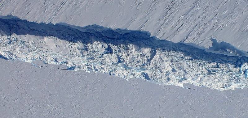 Pine Island Glacier rift seen from the Digital Mapping System camera aboard NASA's DC-8 on Oct. 26, 2011 (Image Credit: NASA / DMS)