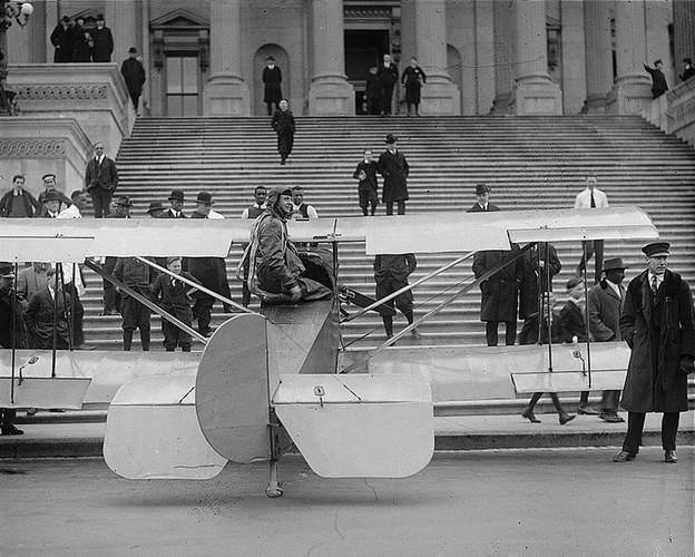 Lawrence Sperry lands plane on Capitol steps in 1922 stunt  to demand overdue payment from the U.S. Navy. (Credit: Library of Congress )