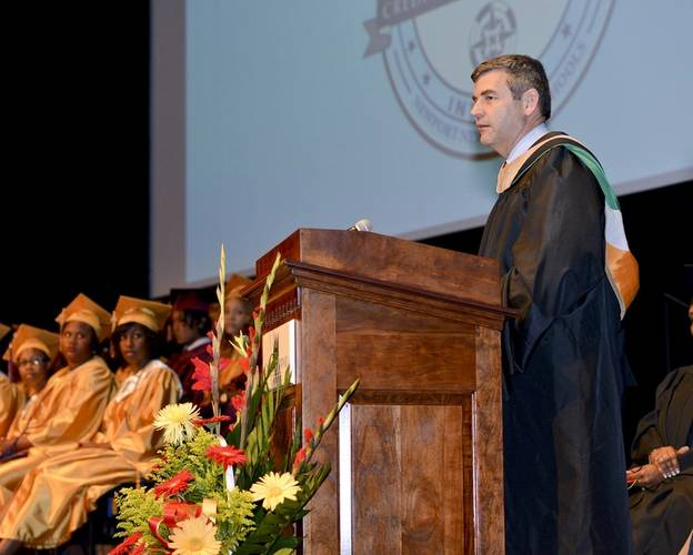 HII President and CEO Mike Petters addresses An Achievable Dream's 2014 graduating class. (Photo courtesy of Helen's Place Photography)