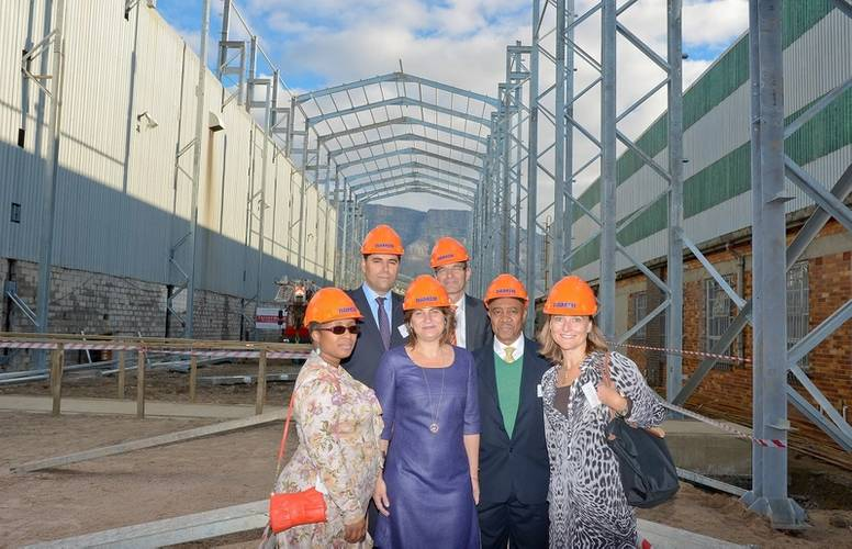 Shed 6 photo with Minister Ploumen, Bonnie Horbach, Sam Montsi-Zuma, Friso Visser and Ambassador Adre Haspels