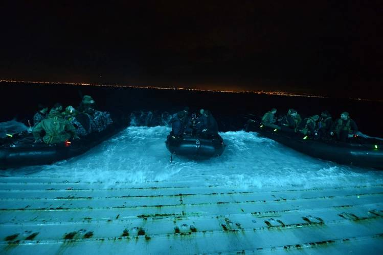 Sailors assigned to the US Navy's Explosive Ordnance Disposal Mobile Unit (EODMU) 1 and divers from New Zealand, the Netherlands, Canada, Japan, Chile and the Royal Australian Navy's Australian Clearance Diving Team One launch from the well deck of the San Antonio-class amphibious transport dock ship USS Anchorage (LPD 23) to conduct night dives off the coast of San Diego (Photo: Lindsay Lewis)