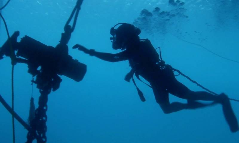 Typical poor visual conditions for aquanaut utilizing a JDN subsea hoist.