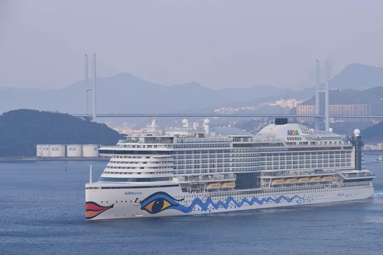 AIDAprima sailing to Hamburg (Photo: MHI)